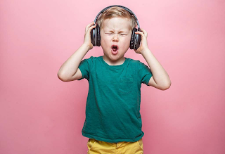 Headphones increase the risk of deafness