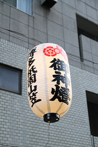 西日本鉄道「福岡オープントップバス」 赤塗装 車窓 山笠提灯