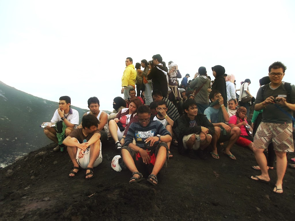 bass-ahmed-at-krakatoa-mountain-sunda-strait-indonesia-29-01-01-2012-041