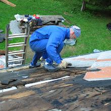 Delovna akcija - Streha, Črni dol 2006 - streha%2B034.jpg