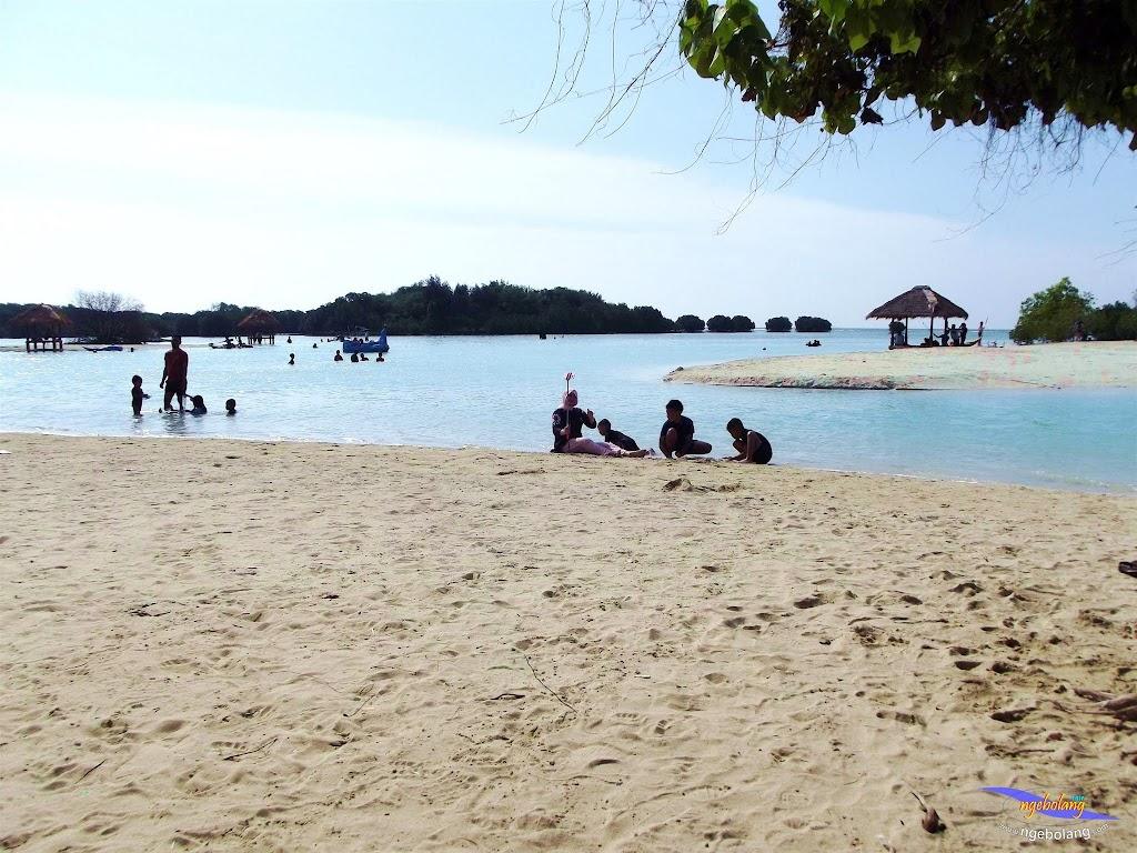 family trip pulau pari 090716 Fuji 094