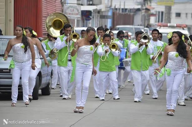 Con desfile departamental de bandas escolares finalizan actividades de independencia