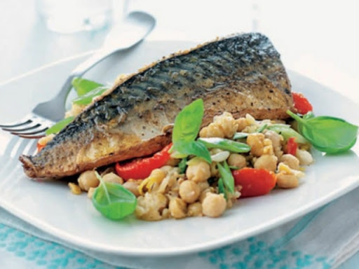 Basil and lemon chickpeas with mackerel