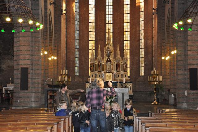 Kleuters bezoeken Martinuskerk - DSC_0018.JPG