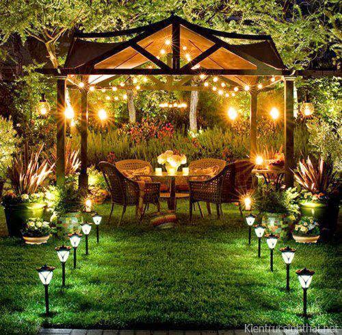 Khu vườn ban đêm lãng mạn