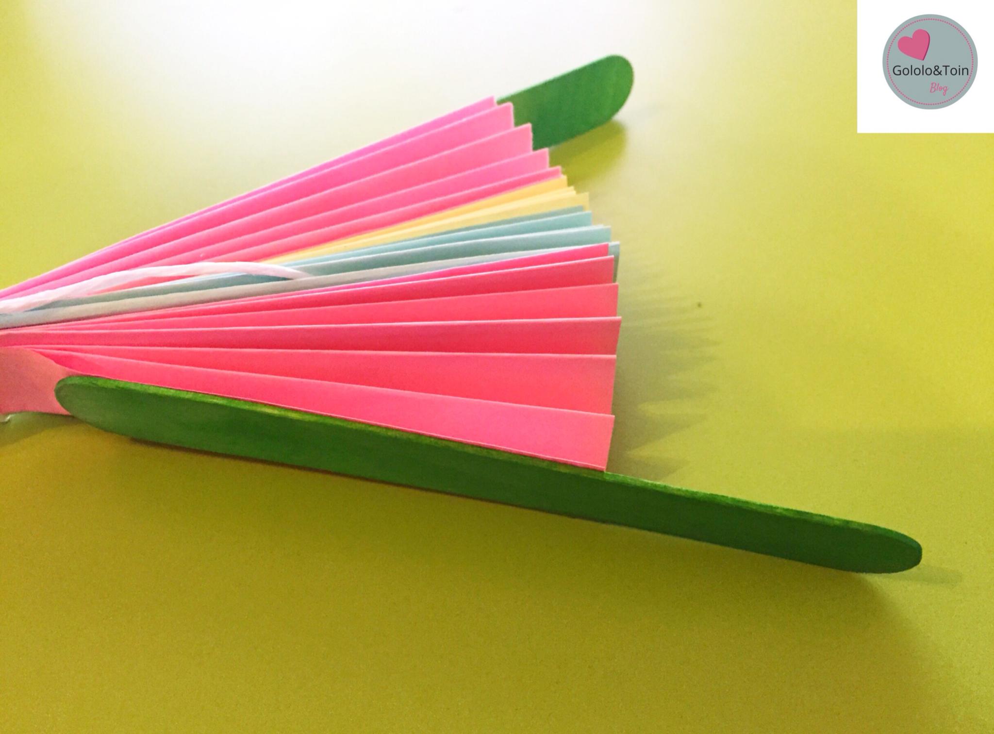 Abanico con folios de colores diy gololo y toin blog - Como hacer un abanico ...