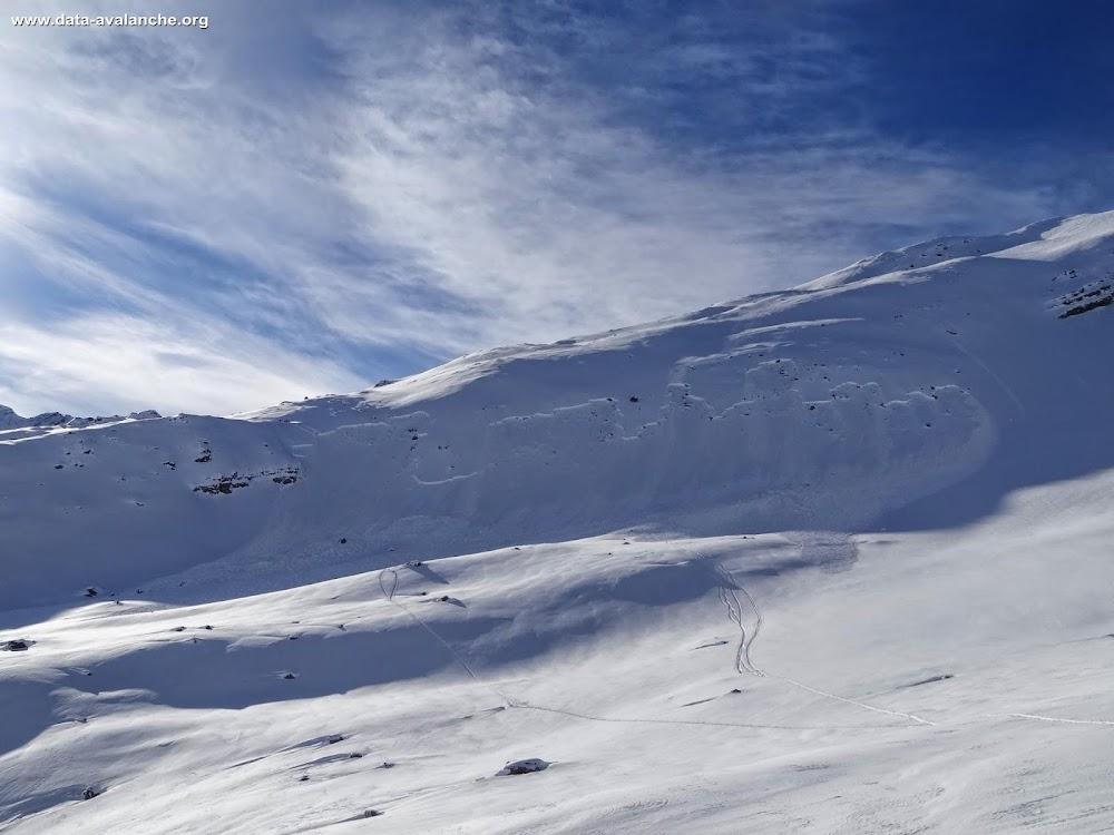 Avalanche Grandes Rousses, secteur Aiguille de l'Epaisseur, En redescendant sur la Combe du Puy depuis le refuge de Aiguilles d'Arves, sous le point 2710 - Photo 1 - © Rémy Vasseur