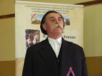 2C,Tarr Mihály énekel.JPG
