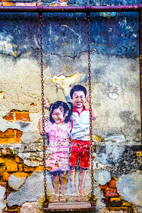 Penang George Town Street Art Brother and Sister on a Swing2