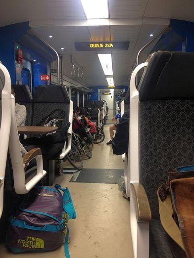 Regional-Express 4482 steht im Worms Hauptbahnhof und sammelt Verspätung