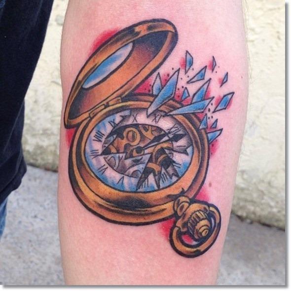 relgio_de_bolso_quebrado_antebraço_tatuagem