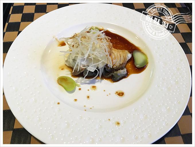 食事食堂新鮮鱸魚