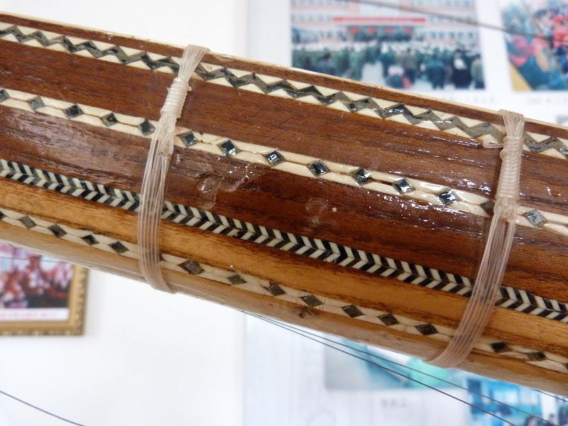 XINJIANG. Kasghar. Fabrique dinstruments de musique - P1280681.JPG
