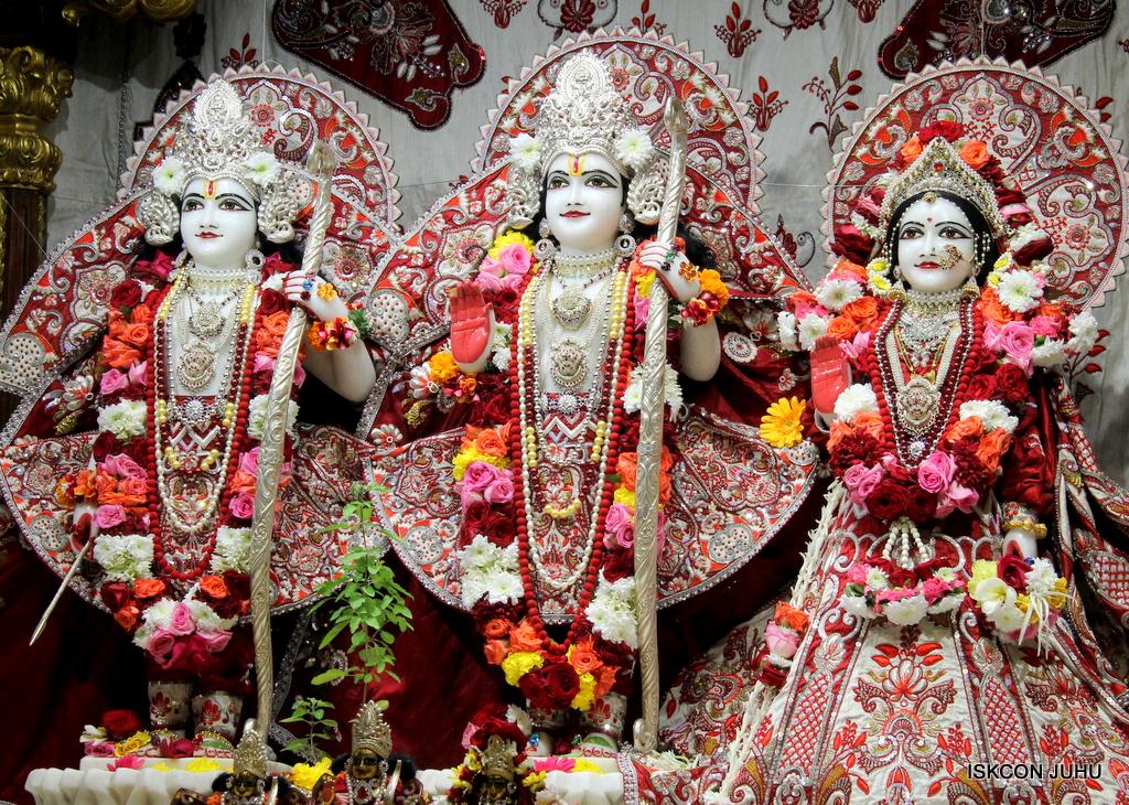 ISKCON Juhu Sringar Deity Darshan on 30th Sep 2016 (37)
