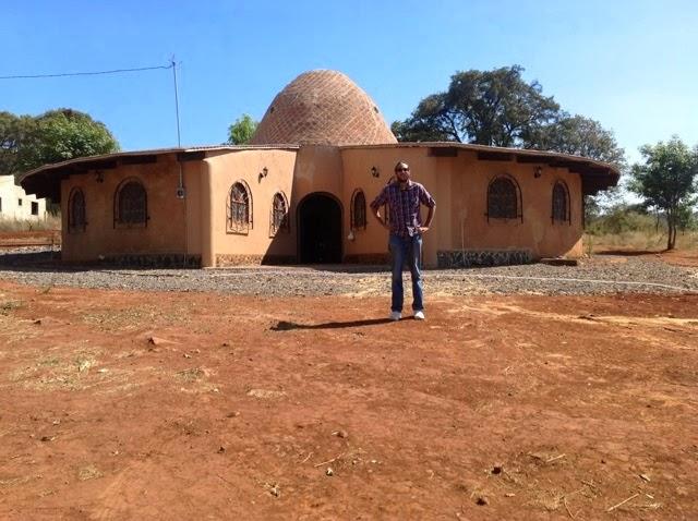 Superadobe con hombres de maiz taller de construcci n de - Construccion de casas ecologicas ...