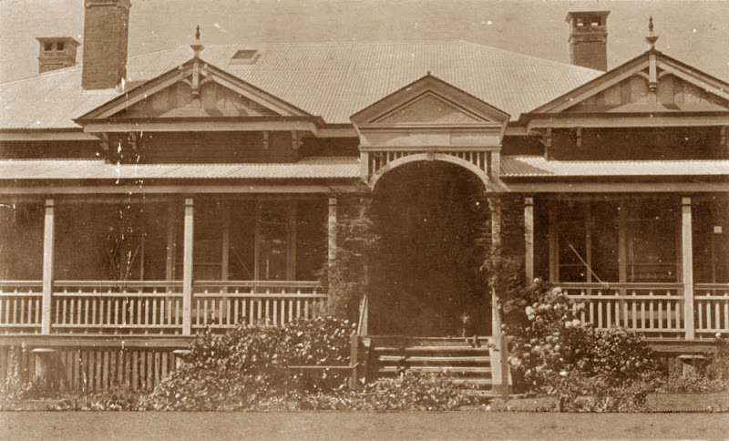 external image StateLibQld_1_83879_Elphin_residence_on_Anzac_Avenue%25252C_Toowoomba.jpg