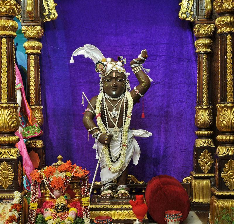 ISKCON Chowpatty Deity Darshan 11 May 2016 (23)
