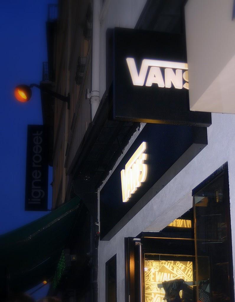 vans store 09 09 09 (24)