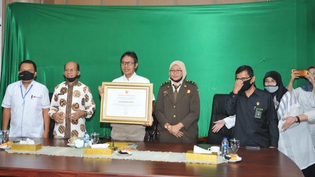 Terima Penghargaan KPAI, Gubernur Irwan Tegaskan Pemprov Sumbar Berkomitmen Berikan Perlindungan Anak.