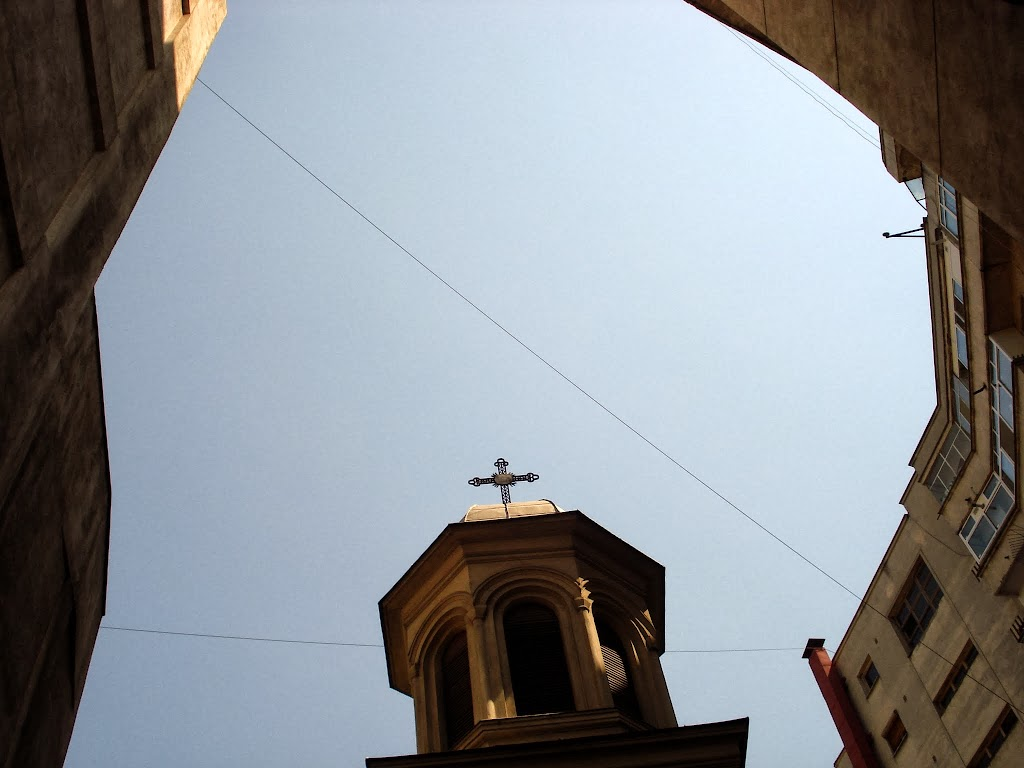 Biserica inabusita de blocuri