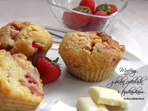 Muffinki z biala czekolada i truskawkami
