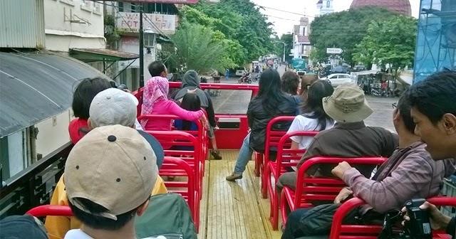 Serunya Naik Bus Semarjawi Mengelilingi Kawasan Kota Lama