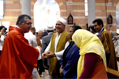 Muslims attend Catholic Mass to show unity