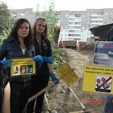 """""""Чистый берег"""" - не только убираем мусор, но и развешиваем плакаты"""