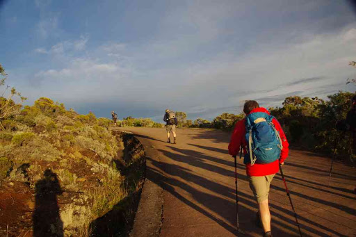 Départ matinal du gîte du Volcan. L'ombre du photographe ça fait pas très pro !