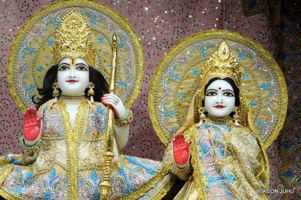ISKCON Juhu Mangal Deity Darshan on 24 April 2016 (21)