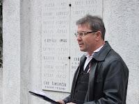 34Gyepes Lajos köszönti a megemlékezőket a nyitrai temetőben.JPG