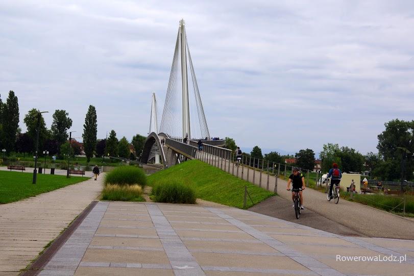 Most graniczny (pieszo-rowerowy) do niemieckiego Kehl.