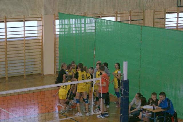 Zawody siatkarskie dziewczat 1 marca 2011 - DSC09346_1.JPG