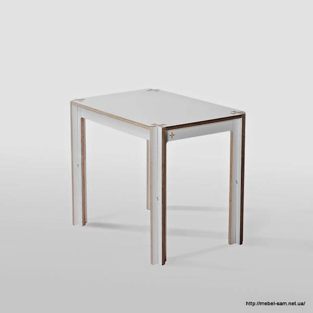 Маленький фанерный стол
