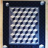 LE CUBE OPTIQUE 78 x 90 cm - piécé et quilté machine par Kathy Ducloux