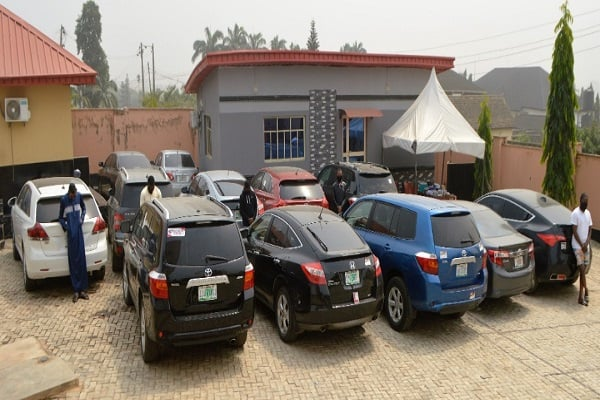 EFCC Arrests 11 Suspected Internet Fraudsters With 12 Cars In Osun