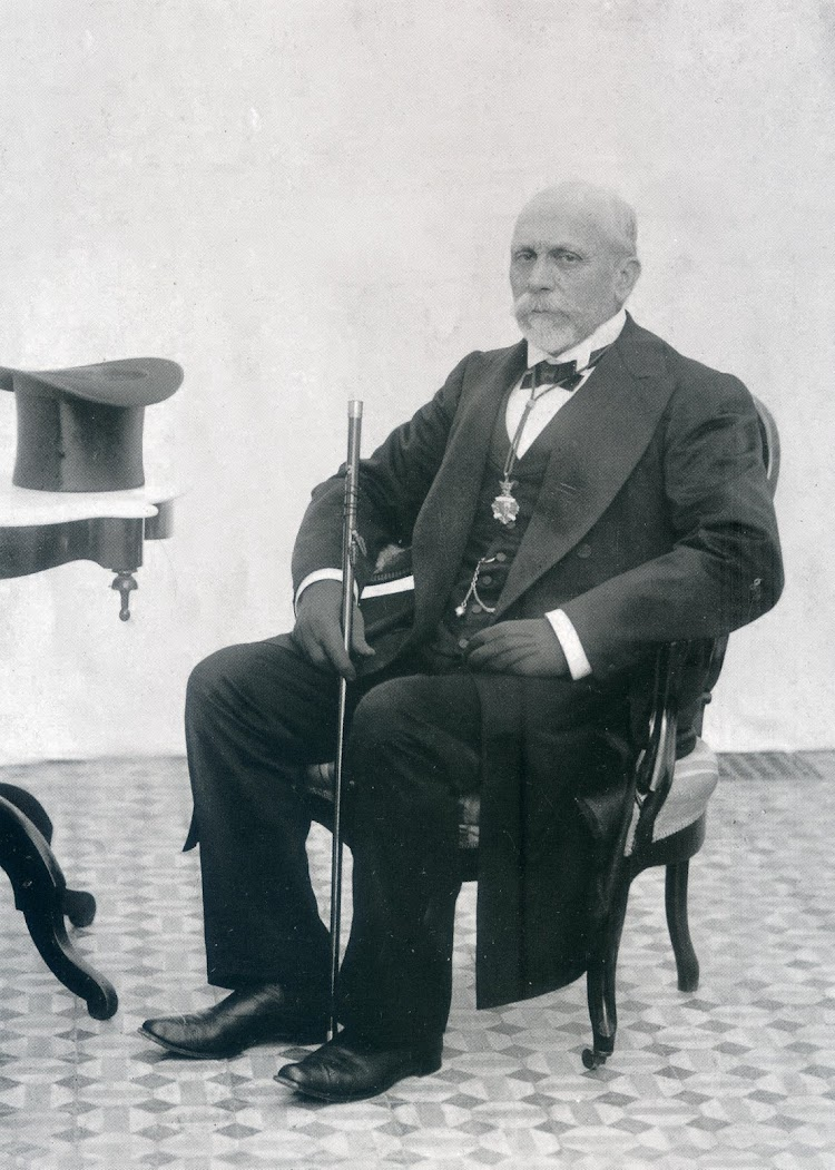 Jaume Sust i Alsina, capitán y alcalde de Vilassar de Mar. Fotografía de Felicia Sust Vives. Colección Sra. Rosa Sust Mir. Del libro De la Vela al Vapor.JPG
