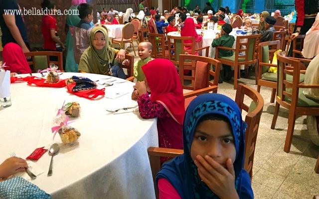 Majlis bersama anak yatim