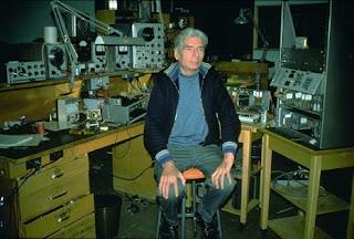 Hugh Le Caine en el NRC poco antes de su jubilación en 1974