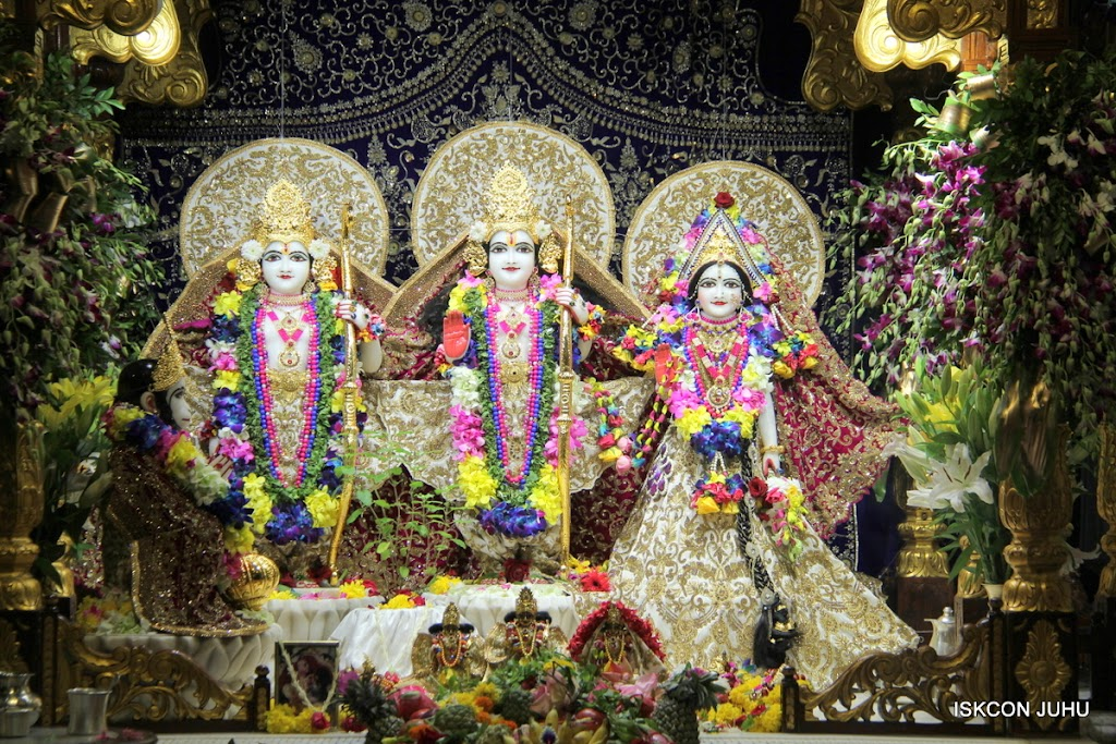 ISKCON Juhu Sringar Deity Darshan on 25th August 2016 (14)