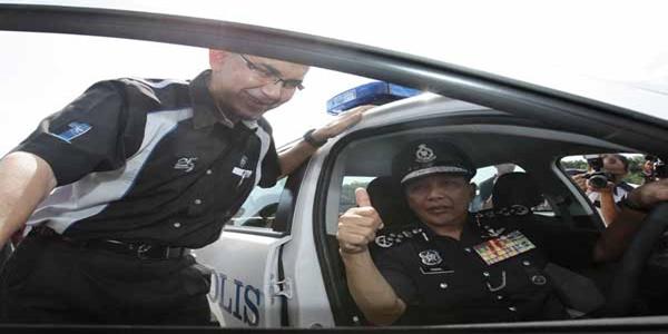 kenapa polis tidak pakai tali pinggang keledar.jpg