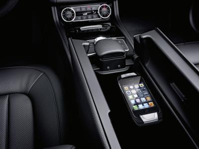 Mercedes-Benz Accessories, CLS Shooting Brake accessories: Cradles for mobile phones. The cradles can be swapped in a matter of seconds. Simply by placing the phone in the cradle, the phone model can easily be changed and different models can be used alternately.