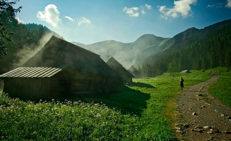 Dymiące szałasy na Polanie Jaworzynka