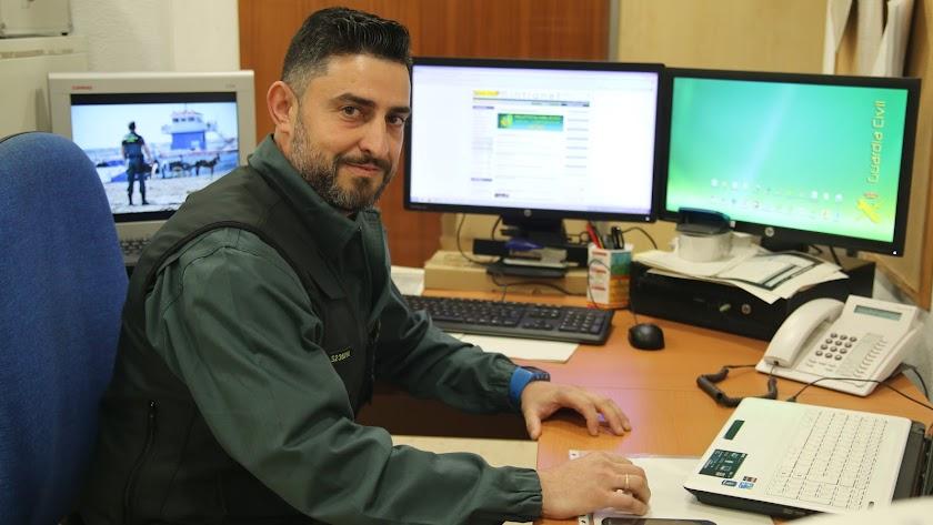Bernardo Vique, en su oficina.