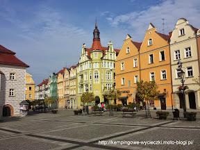 Atrakcje turystyczne w Bolesławcu, kamieniczki na rynku