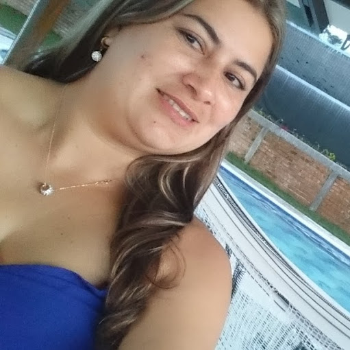 Yuliana Gomez Photo 7