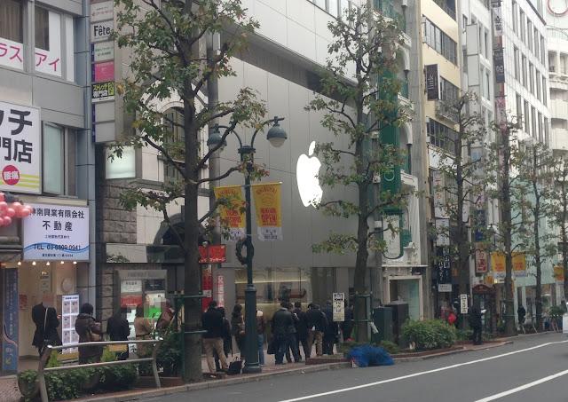 Apple Store渋谷 30日午前10時前
