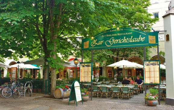 Berlin Nikolaiviertel.jpg
