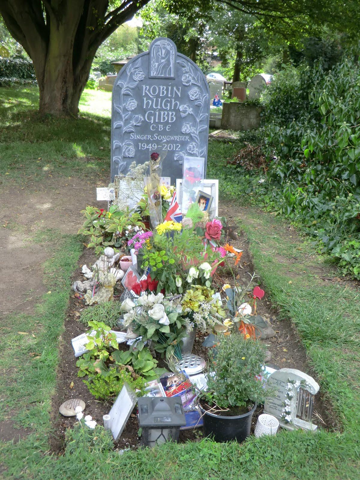 CIMG9978 A Bee Gees' gravestone, Thame churchyard
