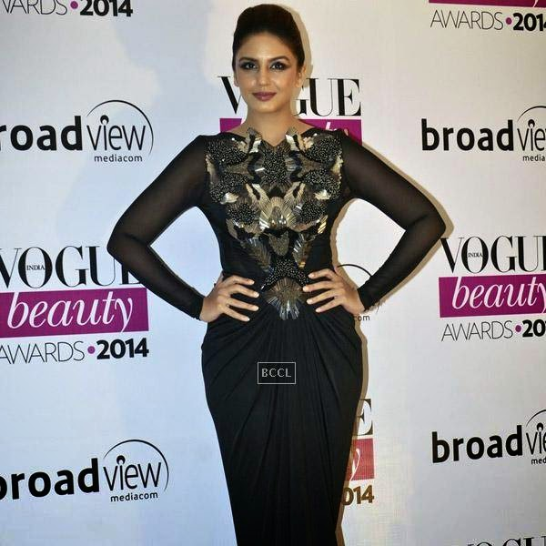 Huma Qureshi pose for the photographers on her  arrival for Vogue Beauty Awards 2014, held at Hotel Taj Lands End in Mumbai, on July 22, 2014.(Pic: Viral Bhayani)